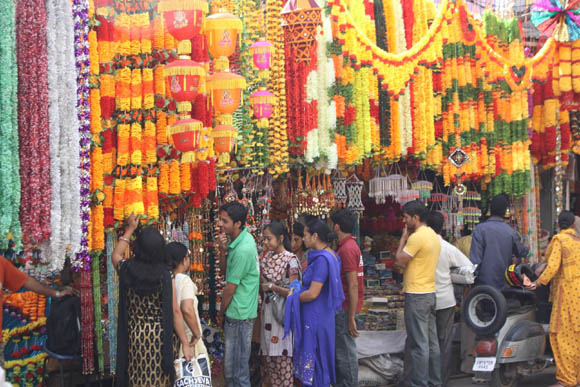 October 15 2009 Jammu Jammuites Thronged Market Places To Make Purchases Of Decorative Items Ahead Diwali Festivals